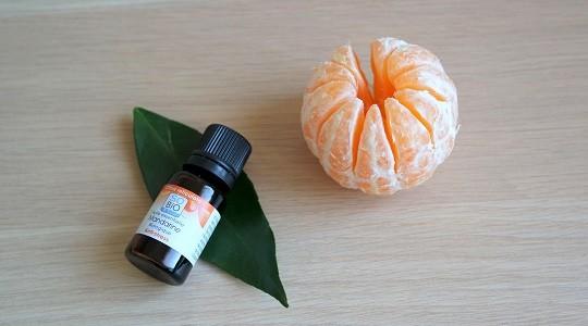 comment utiliser facilement l'huile essentielle de mandarine et toutes ses caractéristiques et indications requises pour l'employer en sécurité