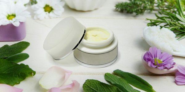 Comment utiliser des huiles essentielles en cosmétique ?